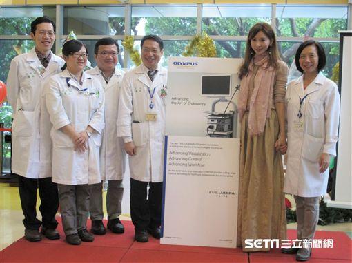藝人林志玲捐贈台大兒童醫院一台電子式支氣管鏡系統。(圖/台大醫院提供)