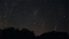 雙子座流星雨將登場(1)雙子座流星雨將登場,台北市天文館表示,今年受月光影響較小,建議民眾可在13、14日午夜前後觀看,估計每小時也有60、70顆,民眾間隔1、2分鐘會看到1顆。(台北市天文館提供)中央社記者梁珮綺傳真  106年12月11日