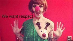 聖誕節即將到來,許多人都會將自己裝扮成聖誕老公公,或者應景的打扮,近日歐美國家開始瘋「麋鹿胸部」的打扮, IG