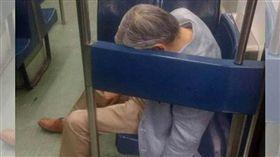 墨西哥,地鐵,老伯猝死博愛座上(圖/翻攝自推特)