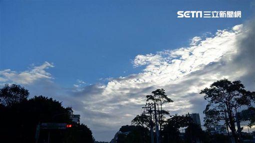 氣象局,東北季風,短暫雨,多雲到晴,天氣,冷氣團,空汙李鴻典攝