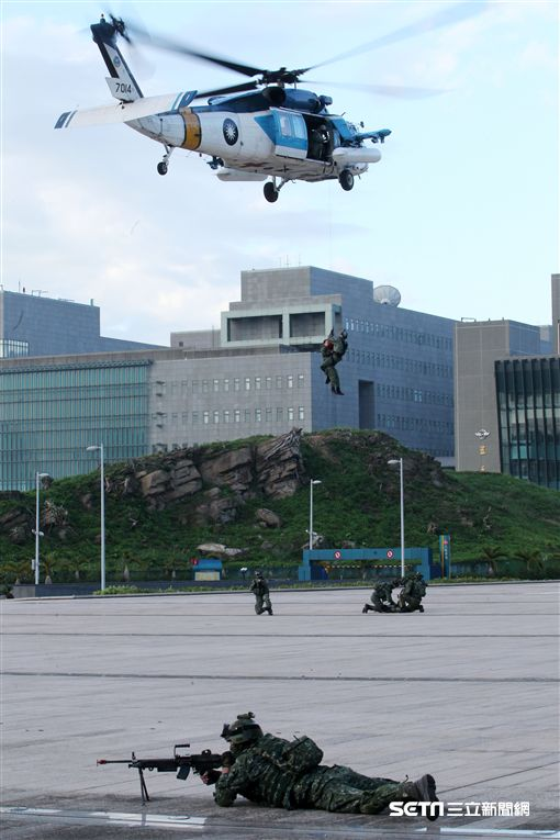 「106年第4季博愛營區直升機落地訓練」 記者邱榮吉攝