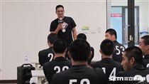 ▲陳金鋒在青棒菁英訓練營開座談會。(圖/記者蕭保祥攝)