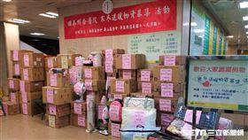 國泰醫院發起「寒冬送暖物資募集」活動,共募得107箱物資,於今(15)日舉辦捐贈儀式。(圖/國泰醫院提供)