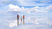 作家爸爸帶孩子環遊世界。