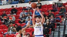 ▲裕隆吳怡斌(右)繳出21分8籃板2助攻。(圖/記者蔡宜瑾攝影)