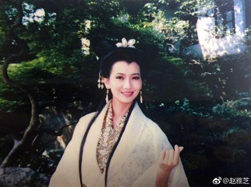 趙雅芝,新白娘子傳奇,比心,手指愛心,白素貞(圖/翻攝自微博)