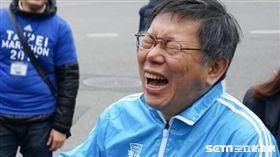 柯文哲台北馬拉松合體熊讚 翻攝臉書