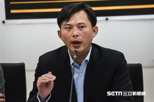 時代力量立委黃國昌召開「台灣新時代,人民來公投」記者會。 圖/記者林敬旻攝