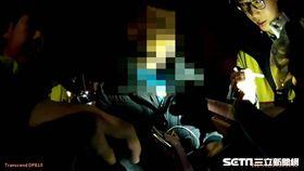 台北市大安分局警員執行路檢時,意外發現計程車後座的玉男攜帶吸食器,警方欲將他帶回派出所,玉男竟使出屎尿戰術,試圖拖延警方辦案,但警員仍不為所動,訊後將他依毒品罪送辦(翻攝畫面)
