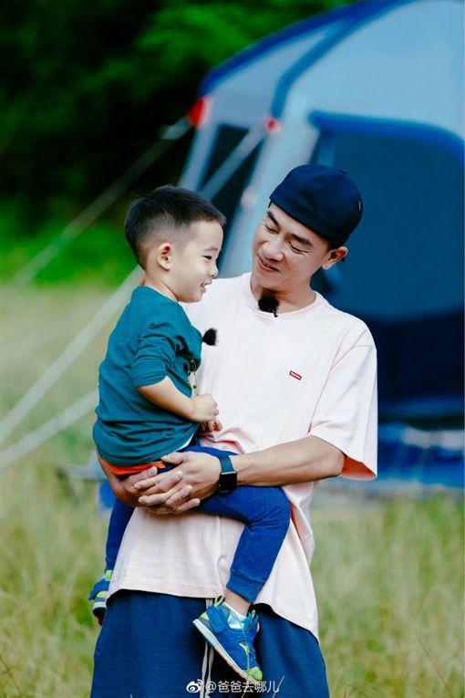 ▲陳小春和兒子Jasper一起參加真人秀。(圖/翻攝自爸爸去哪兒微博)
