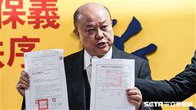新黨副主席李勝峰針對王炳忠、侯漢廷等人遭拘提召開記者會對外說明。 圖/記者林敬旻攝