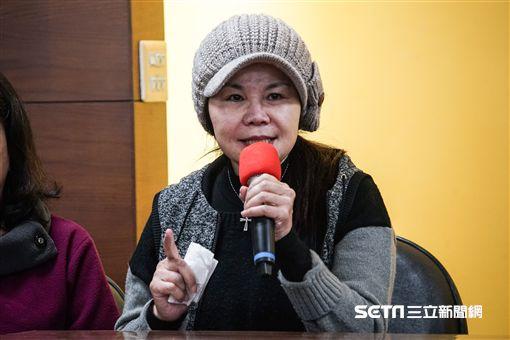 新黨新聞秘書陳斯俊親友現身說明。 圖/記者林敬旻攝