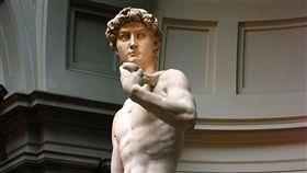 大衛像(英語:David)是文藝復興時代米開朗基羅的傑作(翻攝自/維基百科)