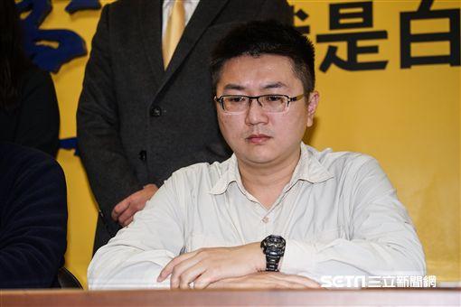 針對林明正等人遭搜索,新黨副主席李勝峰召開記者會說明。 圖/記者林敬旻攝