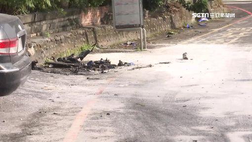 搶黃燈對撞!騎士當場彈飛亡 機車燒到剩骨架