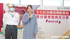 61歲邱先生(左)的女兒代替父親訴說罹膀胱癌的心路歷程。(圖/童綜合醫院提供)