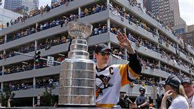 ▲NHL冰球奪得史坦利杯的企鵝,在匹茲堡大遊行。(圖/美聯社/達志影像)