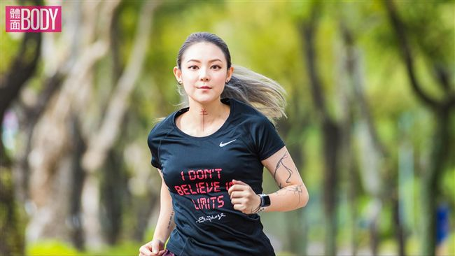 享受跑步!馬拉松女神歐陽靖的美麗人