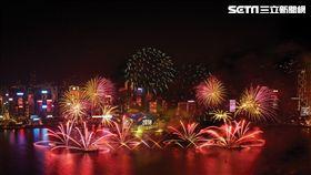 香港跨年煙火,維多利亞港。(圖/港旅局提供)