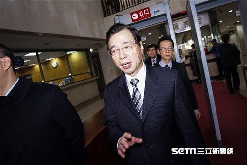 台北地方法院就大巨蛋案聲請解除限制出境開庭,前台北市財政局長李述德出庭。 圖/記者林敬旻攝