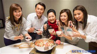 陳霆站起來了!一家人冬至暖心吃湯圓