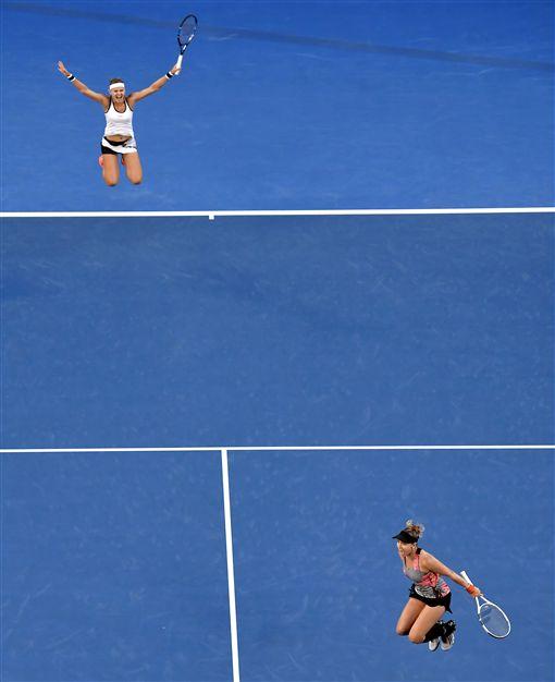 Bethanie Mattek-Sands與Lucie Safarova奪澳網女雙冠軍(ap)