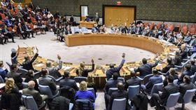 安理會再祭新制裁 懲罰北韓飛彈試射聯合國安理會22日(本地時間)無異議通過由美國提出制裁北韓的第2397號決議。(取自聯合國官網)中央社記者黃兆平紐約傳真 106年12月23日