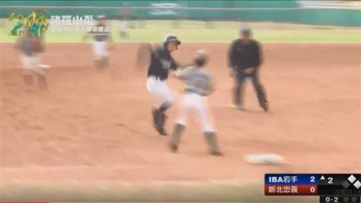 諸羅山盃日岩手縣選手惡意衝撞台灣三壘手(圖/翻攝自YouTube)
