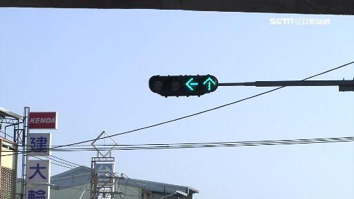 警車離婚闖紅燈再生長 大眾虧:都看外碰到啦