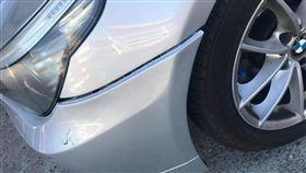 男子愛車遭撞,尋找這名留下字條的「好心人」。(圖/翻攝爆料公社)