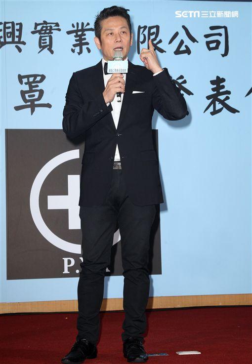 徐乃麟在全台空汙拉警報之餘、呼籲國人為了你的健康、出門戴口罩。(記者邱榮吉/攝影)