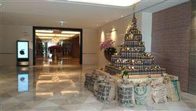 業配/凱達飯店推「綠色聖誕」 全球第一棵「環保聖誕樹」閃現萬華