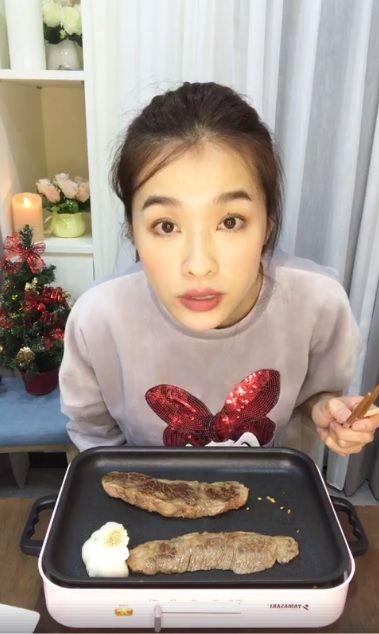 小嫻直播煮飯/翻攝自臉書