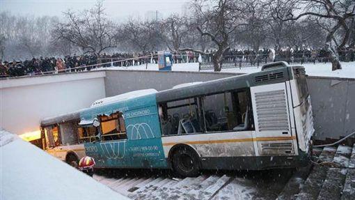 莫斯科公車衝入地下道 釀5死15傷/達志影像/美聯社
