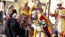 女上空奪梵蒂岡聖嬰像(路透社)