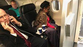 乘客發文抗議:聯航將我的頭等艙機位讓給民代