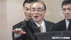 國防部長馮世寬22日前往立法院國防與外交委員會針對獵雷艦案備詢並報告。 圖/記者林敬旻攝