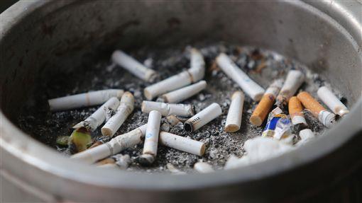 -禁菸-吸菸-抽菸-香菸-煙灰缸-煙蒂-菸蒂-(圖/中央社)