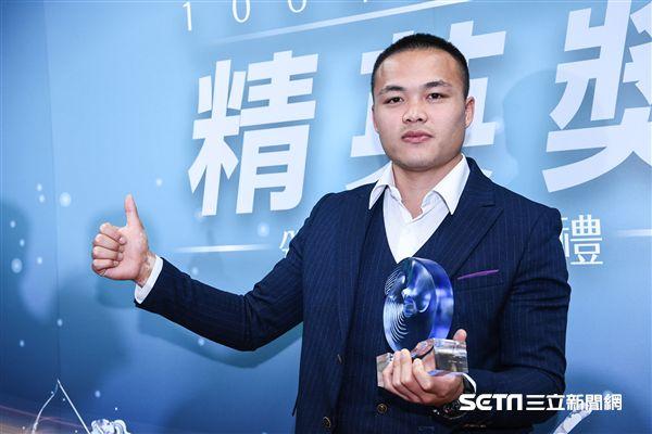 2017體育菁英獎頒獎典禮,最佳男運動員傑出獎,鄭兆村。 圖/記者林敬旻攝