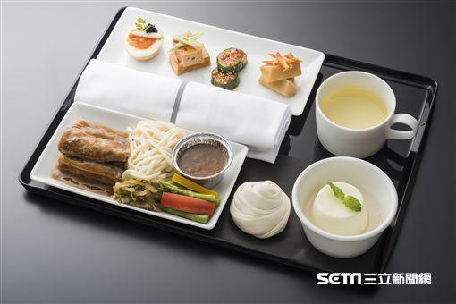 ANA台北晶華五度攜手合作機上餐,牛肉麵,商務艙,飛機餐。(圖/台北晶華提供)