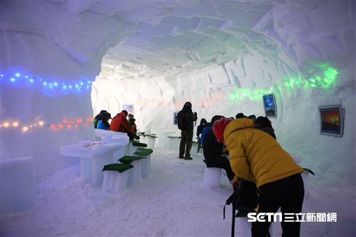 韓國冬季慶典,冰釣,徒手抓魚,平昌,江原道,太白山雪花節。(圖/韓國觀光公社提供)