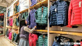 羽絨衣,大潤發,賣場。