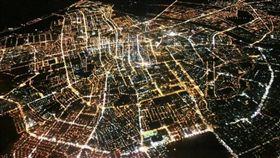 一張空拍夜景讓台南人笑了 秒回:地標超明顯! 臉書「爆廢公社」