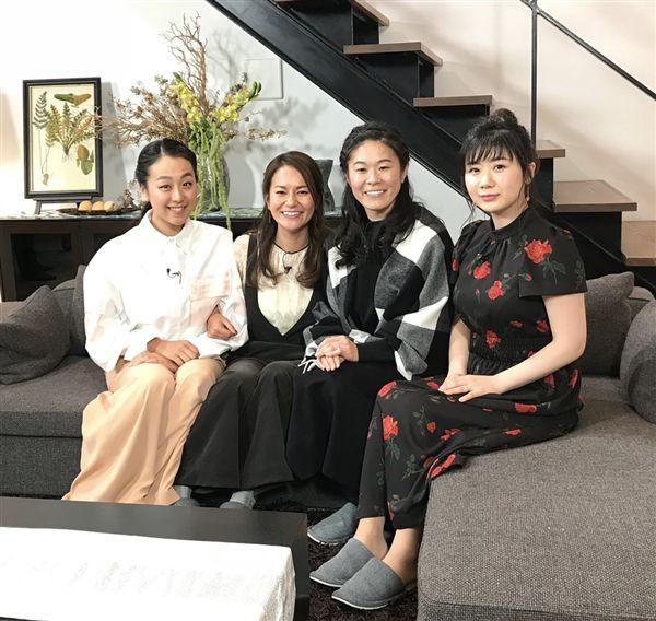 ▲淺田真央(左一)和宮里藍(左二)主持的節目中邀請到澤穗希(右二)和福原愛(右一)。(圖/翻攝自宮里藍的instagram)