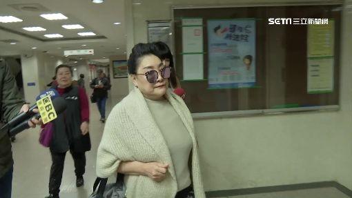 涉偽造本票 歌壇大姐大陳盈潔出庭不認罪