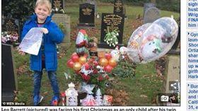 聖誕老人、英國、雙胞胎/每日郵報