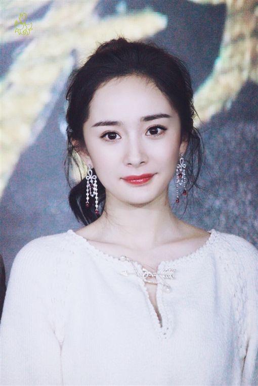 ▲楊冪昨(28)日出席頒獎典禮。(圖/翻攝自微博)