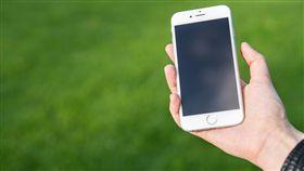 低頭族、手機、iPhone、蘋果/pixabay