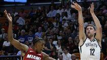 ▲籃網Joe Harris(右)刷新生涯得分紀錄攻下21分。(圖/美聯社/達志影像)
